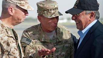 Hochrangige US-Militärs und ihr Chef: General John Allen, General David Petraeus und der neue US-Verteidigungsminister Leon Panetta (v.l.) in Kabul