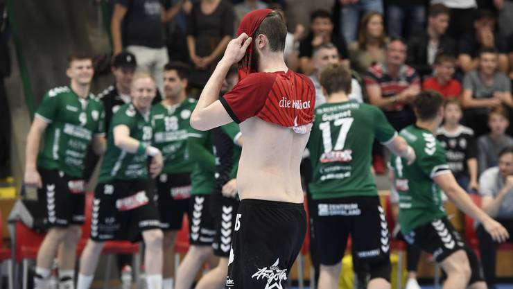 So nah sind sich Enttäuschung und Jubel: HSC-Co-Captain Tim Aufdenblatten nach der Schlusssirene.