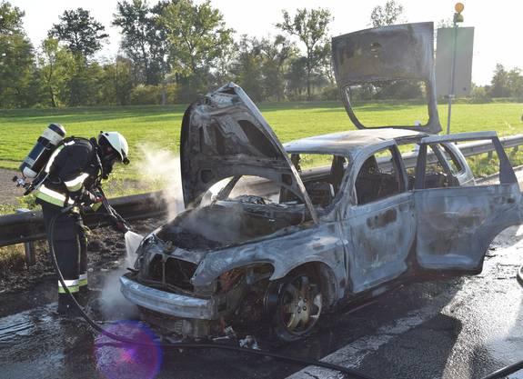 Root LU, 17. September: Ein Personenwagen geriet auf der Autobahn A14 in Brand. Das Fahrzeug brannte vollständig aus. Verletzt wurde niemand.