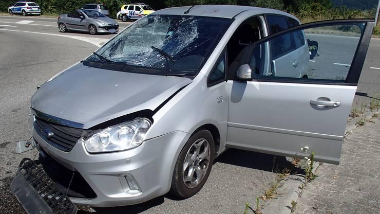 Auto prallt mit Vespa zusammen