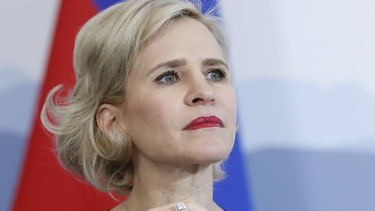 Die Aussenministerin Liechtensteins kann zumindest kurz einmal durchatmen: Einen Tag vor der Sondersitzung des Parlaments hat die Liechtensteiner Staatsanwaltschaft eine Untersuchung gegen sie eingestellt. Es liege kein gerichtlich strafbarer Tatbestand vor, so die Begründung. (Archivbild)