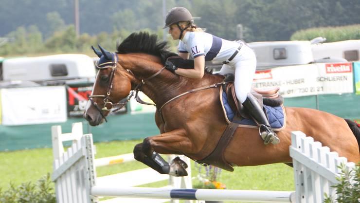 Über 400 Reiterinnen und Reiter messen sich am diesjährigen Frühlingsspringen in Birmensdorf. (Archivbild)