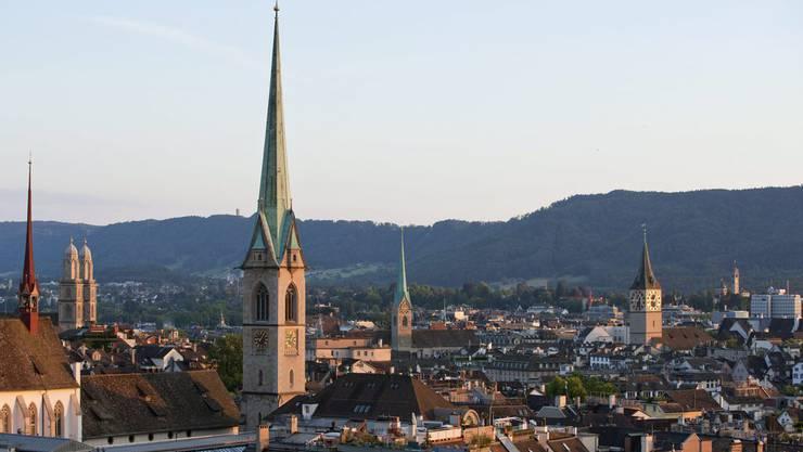 Blick auf Zürcher Kirchen.