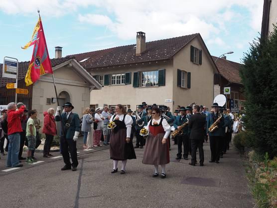 Die Musikgesellschaft Schinznach-Dorf führte den Umzug an.
