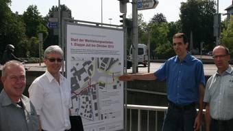 Sie sind in die Planung und Ausführung der Werkleitungsarbeiten involviert (v. l.): Pierre Rudoni (Regionalwerke), Martin Koch (Projektleiter StadtBaden), Urs Grimm (Projektverantwortlicher Gähler und Partner) und Michael Wägli (Projektleiter Kanton). -rr-