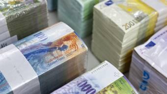 Franken- und Euro-Scheine (Symbolbild)