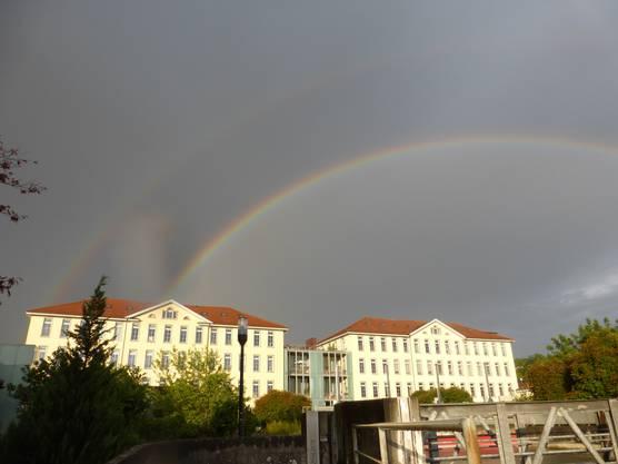 Die Kunz-Zwillingsbauten brauchen auch zwei Regenbogen