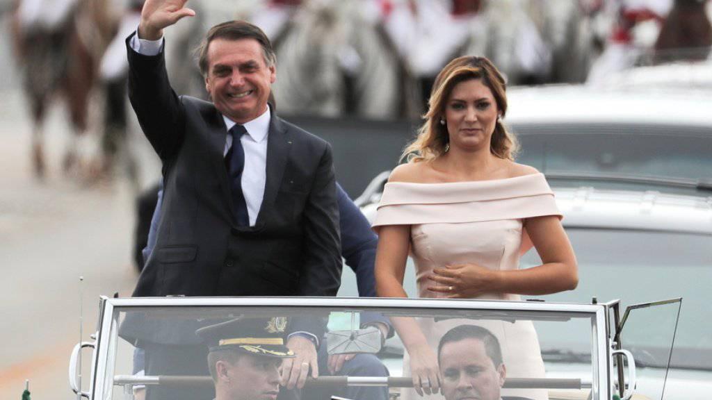 Vor seiner Vereidigung fuhr Brasiliens neuer Präsident Jair Bolsonaro gemeinsam mit seiner Ehefrau Michelle in einem offenen Rolls Royce durch die Hauptstadt Brasilia.