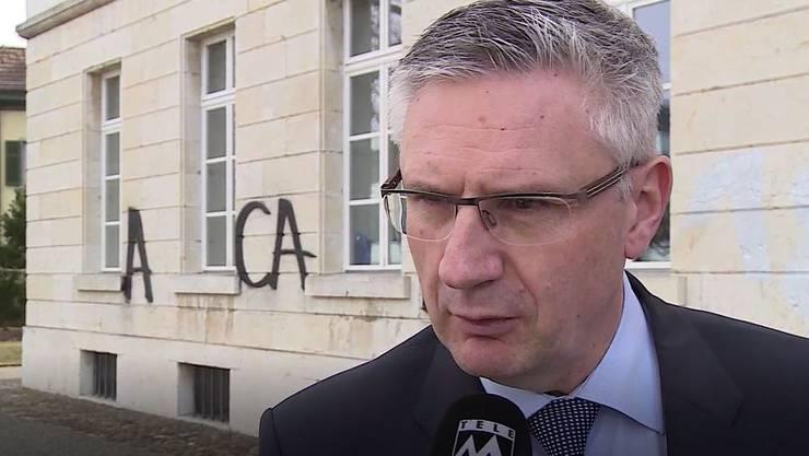 SVP-Nationalrat Glarner belohnt Hinweise, die zu den Vandalen führen.