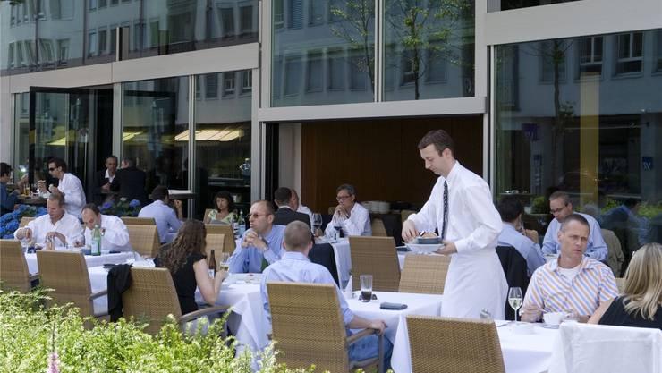 Im Mittag: Kantonale Angestellte erhalten weiterhin einen Essensbeitrag. Keystone