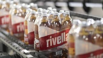 Rivella verkauft im Ausland zwar mehr Getränke, doch der Umsatz ist rückläufig. (Archiv)