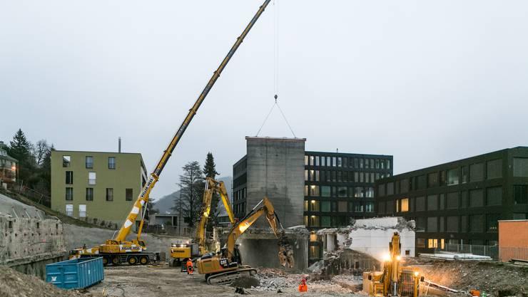 Mit der Turnhalle weicht - mit Ausnahme des geschützten Schulhaus Burghalde I - das letzte Gebäude des Schulareals Burghalde.