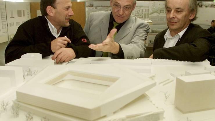 """Mit Marcel Meili (rechts) verliert die Schweizer Architekturszene einen ihrer prägendsten Vertreter. Laut der Zeitschrift """"Hochparterre"""" erlag der 1953 in Küsnacht im Kanton Zürich geborene Architekt einem Krebsleiden."""