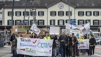 Wollte über Bahnhofquai und die Bahnhofbrücke in Olten ziehen: Die Klimademo.