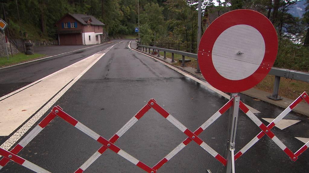 Axenstrasse wieder wegen Steinschlag gesperrt