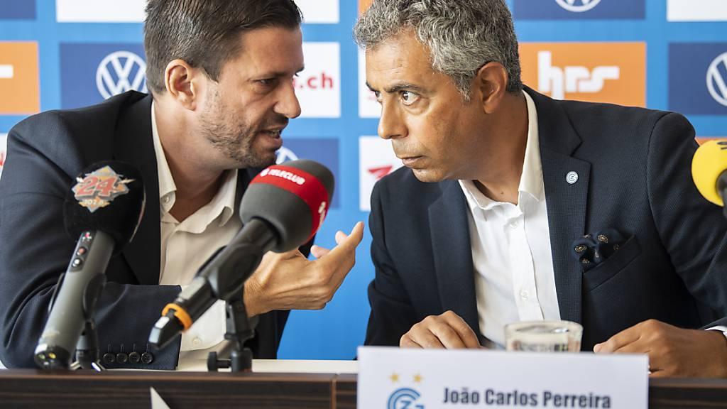 Adrian Fetscherin (links) im Gespräch mit GC-Trainer João Carlos Pereira