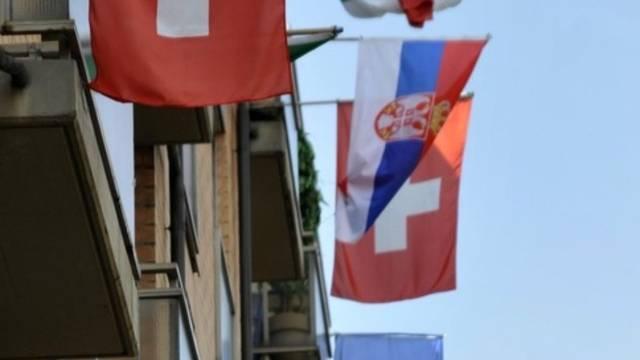 Migranten bekennen während der Fusball WM Flagge (Archiv)
