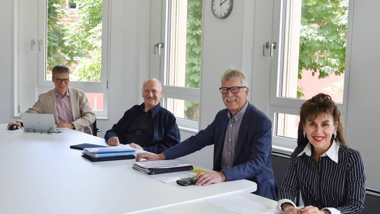 Die diesjährige Generalversammlung des SRK Kanton Aargau fand im kleinen Kreis ohne Teilnahme der Mitglieder im Rotkreuz-Haus in Aarau statt.  (v.l.n.r. Markus Welti, stellvertretender Geschäftsführer, Otto Zimmermann, Vizepräsident, Hans Rösch, Präsident, Regula Kiechle, Geschäftsführerin SRK Kanton Aargau)
