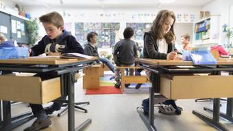 Seit der Einführung der geleiteten Schulen im Jahr 2003 gingen viele Aufgaben von der Schulpflege an die Schulleitungen über. (Symbolbild)