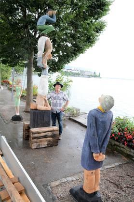 Ein stolzer Stefan Lanz mit seiner Figurengruppe in Montreux.