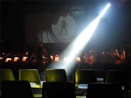 Wer kennt diese Melodie nicht? Andrin Höltschi feilt mit seinem Blasorchester an den letzten Finessen.