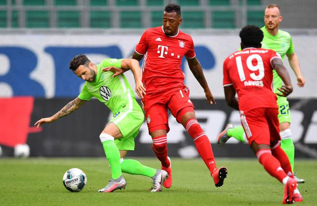 Grosses Spiel gegen die Bayern: Renato Steffen (l.) behauptet sich gegen Jerome Boateng und Alphonso Davies.