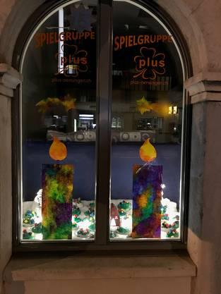 Das Adventsfenster wurde mit den Spielgruppe Kinder der Spielgruppe plus gestaltet und befindet sich im Schulhaus Unterdorf, Hauptstrasse 80, in Oensingen.