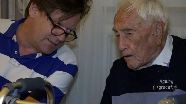 David Goodall am Dienstag im Gespräch mit dem Arzt Christian Weber in einem Basler Hotel.