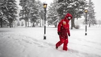 Lara Gut-Behrami stapft durch das winterliche St. Moritz.
