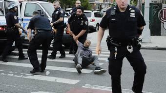 Reaktion auf Vorfälle: Die USA passen vielerorts die Möglichkeiten der Polizei bei ihren Einsätzen an. (Symbolbild)