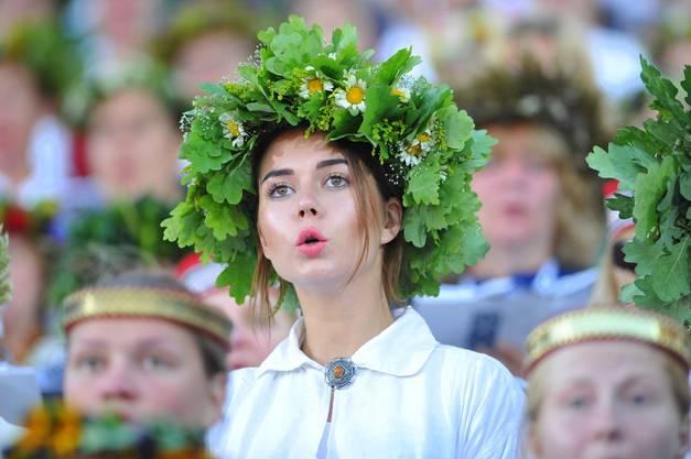 Uralte Chorleiter, bejahrte Dirigentinnen, junge Sängerinnen: Tanz und Gesang verbinden die Generationen.
