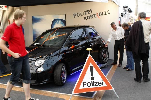 Stadtpolizei und Motorfahrzeugkontrolle; Welche Änderungen am Auto sind erlaubt, welche nicht? (Fotos: Andreas Kaufmann)