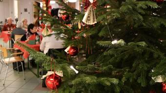 Weihnachtliche Stimmung auch im Altersheim.