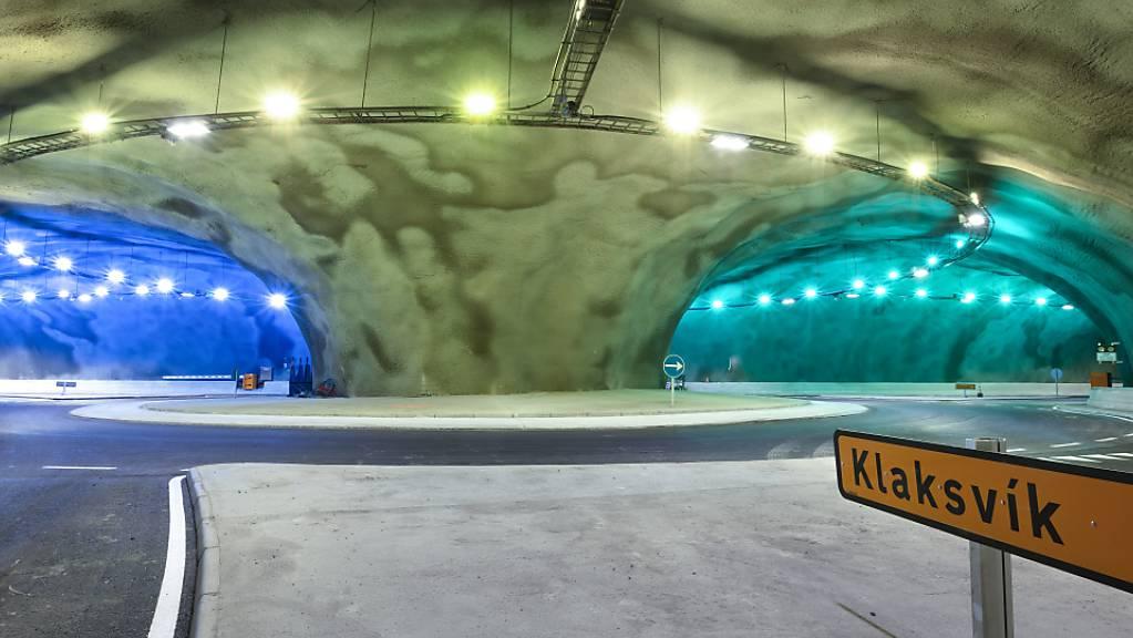 Blick in den neuen Unterwassertunnel mit einem unterirdischen Kreisverkehr unter dem Nordatlantik.