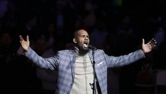 R&B-Sänger R. Kelly weist alle Schuld von sich - doch die Missbrauchsvorwürfe teils minderjähriger Frauen wollen kein Ende nehmen. (Archivbild)