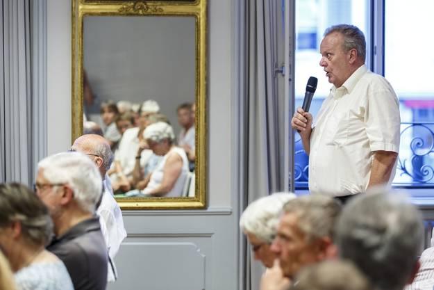 Dieser Zuschauer stellt keine Frage: Er wolle Berset für seine Ausführungen loben und sei überzeugt von der Reform.