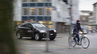 Autofahrern und Velofahrern sind zu 75 Prozent mit gehässiger Stimmung konfrontiert. (Themenbild)