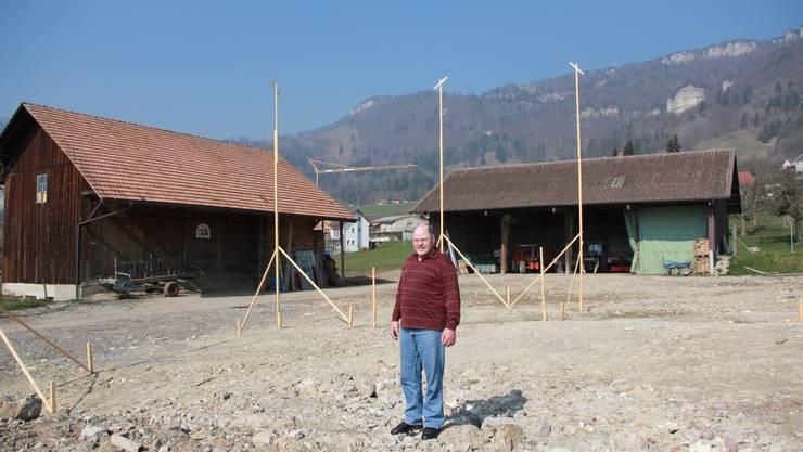 Hans Henzi hofft auf einen baldigen Bau des ausgesteckten Hauses.