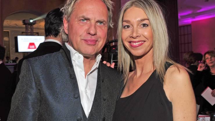 Schauspieler Uwe Ochsenknecht und seine Frau Kiki Viebrock suchen abends oft so lange nach einem Film, bis es zu spät ist, um ihn zu schauen.