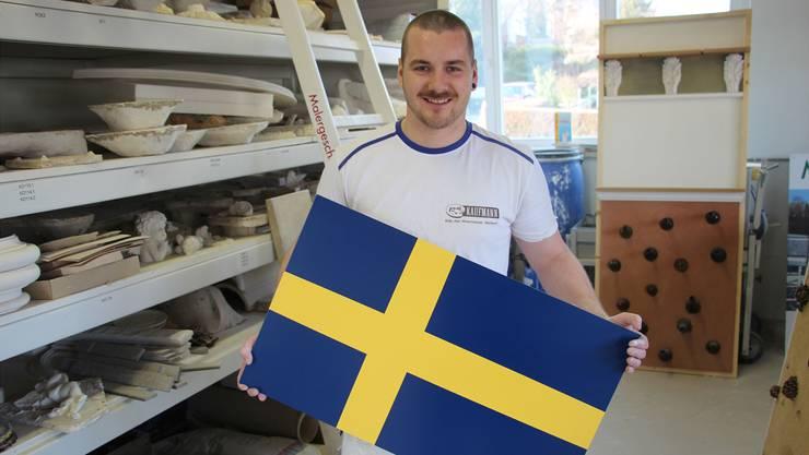 Lukas Berger mit einer selbst gemalten Schweden-Flagge, die ihm sein Ziel, die «EuroSkills», täglich vor Augen führte.