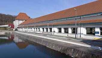Alpiq will die Wasserkraftwerke nun doch nicht verkaufen. Im Bild das Werk in der Aare bei Gösgen. (Archivbild)