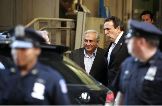 Nach erheblichem Ärger mit seinen neuen Nachbarn muss der wegen sexueller Gewalt angeklagte Dominique Strauss-Kahn erneut umziehen.