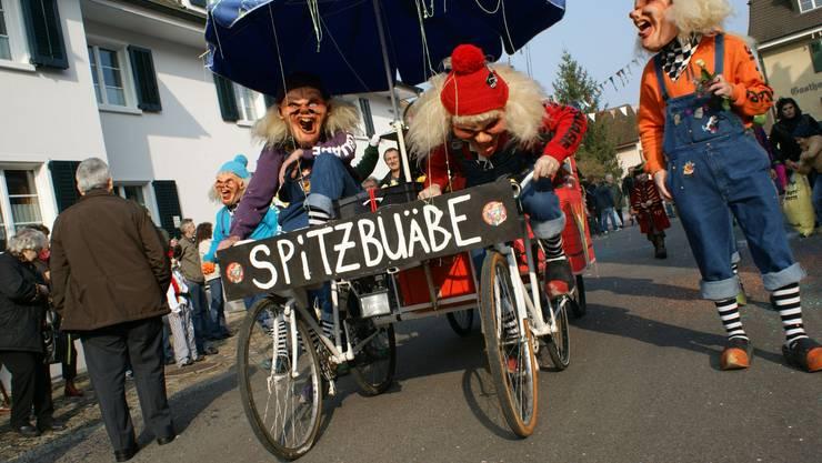 Wagenbauer bieten viel Originelles während der Narrenparade.