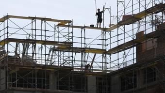 Bei Baubewilligungen wird neu die Naturgefahrenkarte berücksichtigt. (Symbolbild)