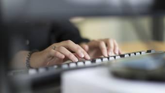Der Einstieg ins Berufsleben beginnt für viele KV-Lehrabgänger mit einer befristeten Stelle.