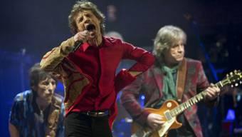 Mick Jagger (M), Ronnie Wood (l) und Mick Taylor (Archiv)