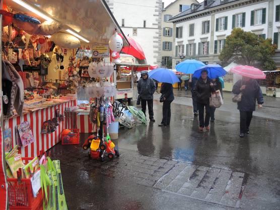 Der Jahrmarkt lockt mit zahlreichen Attraktionen