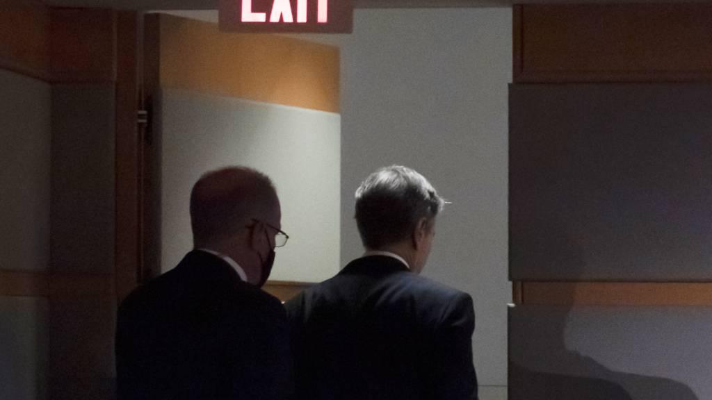 dpatopbilder - Antony Blinken (r), Außenminister der USA, verlässt den Raum, nach einer Pressekonferenz während der er über die aktuelle Lage in Afghanistan informiert hat. Foto: Alex Brandon/AP Pool/dpa