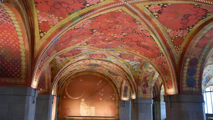 Das Amthaus 1 wird vom Sicherheitsdepartement und von der Stadtpolizei Zürich genutzt. Die Fresken entstanden 1922 bis 1925.