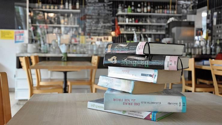 Die Idee der beiden Einwohnerräte ist verlockend: Im Chappelehof in Büchern schmökern und dabei einen Kaffee geniessen.